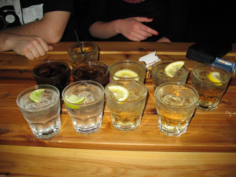 Rezultat slika za piće na stolu